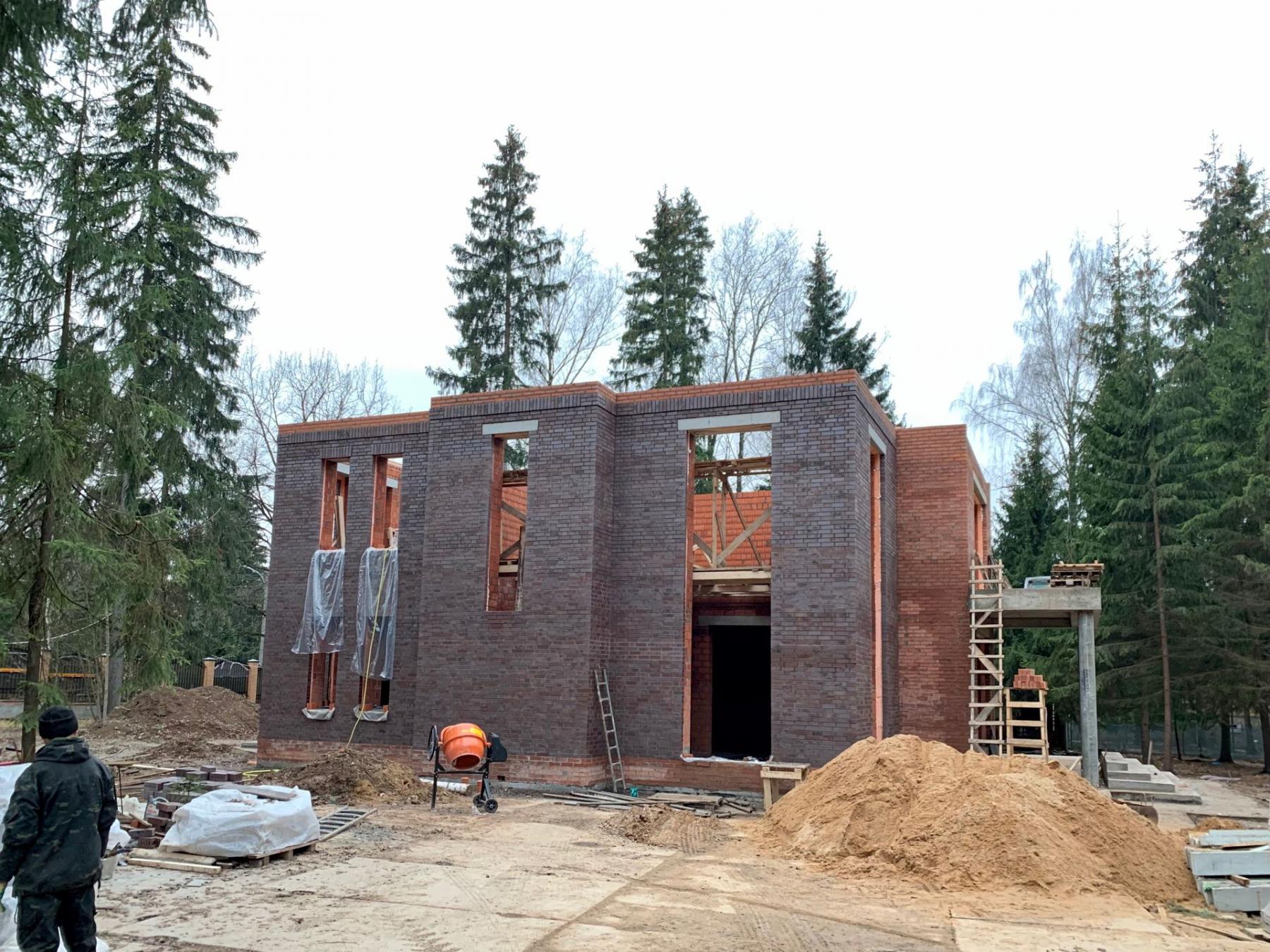 Работы по возведению стен второго этажа выполнены