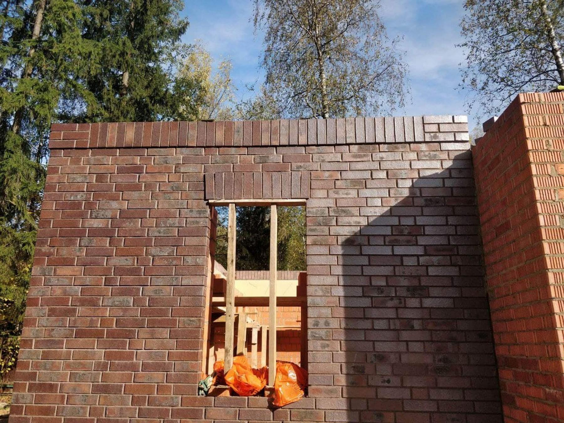 Выполнены стены первого этажа гаража