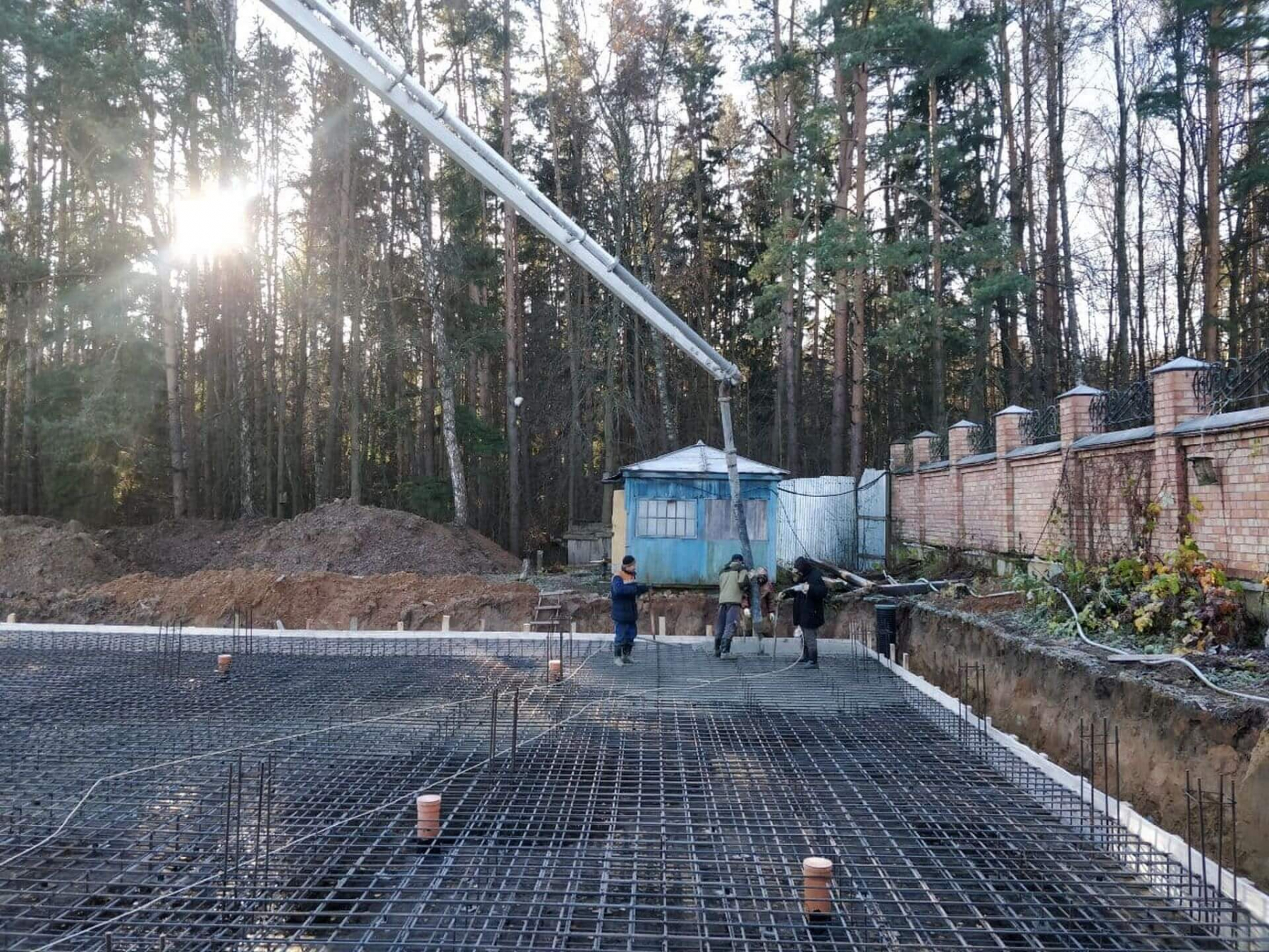 Начало бетонирования фундаментной плиты.
