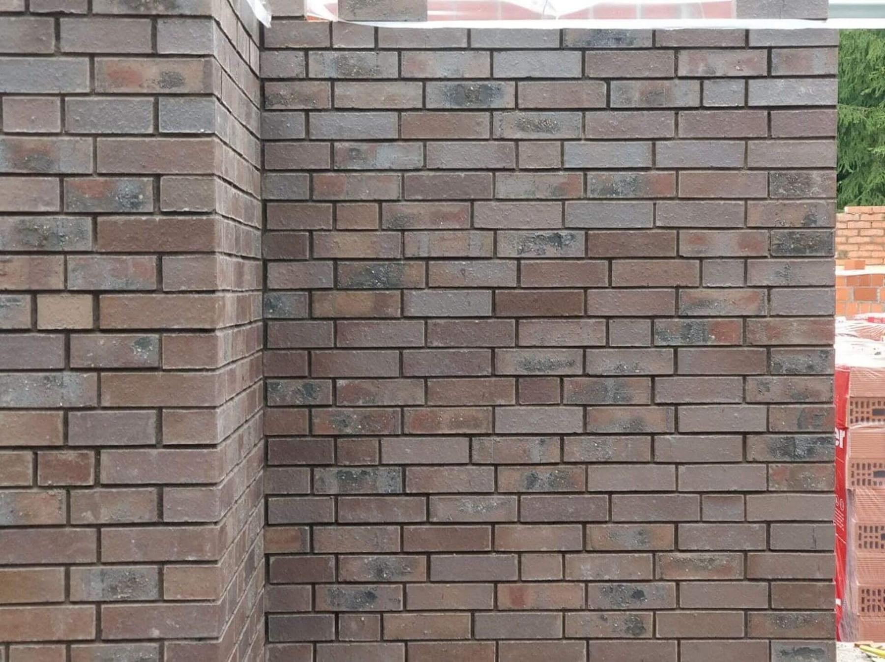 Облицовка стен первого этажа лицевым кирпичом